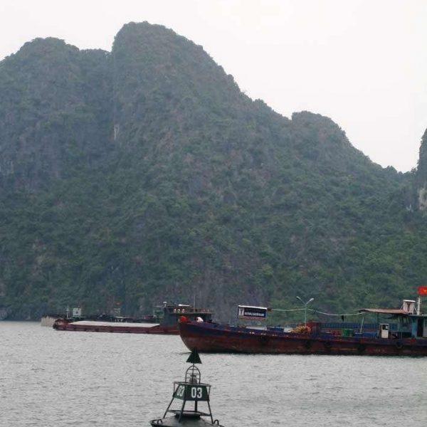 Đèn VIJA-210G lắp trên phao ở Vịnh Hạ Long